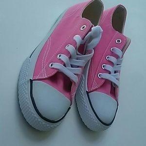 Childrens pink size 3 Airwalk gym shoes